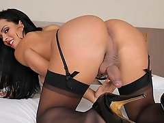 Alessandra Ribeiro loves bouncing on a huge cock!