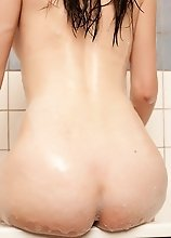 Brunette Shemale Naked In The Bathtub