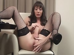An IMPRESSIVE cock on this amateur tranny