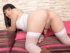 Watch the lovely Danna Palacio toy her horny thirsty ass!