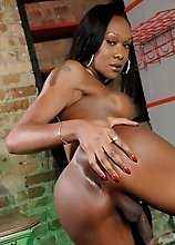 Black hottie Kayla strips and poses