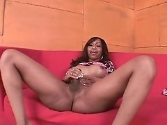Sexxxy Jade masturbates on the couch
